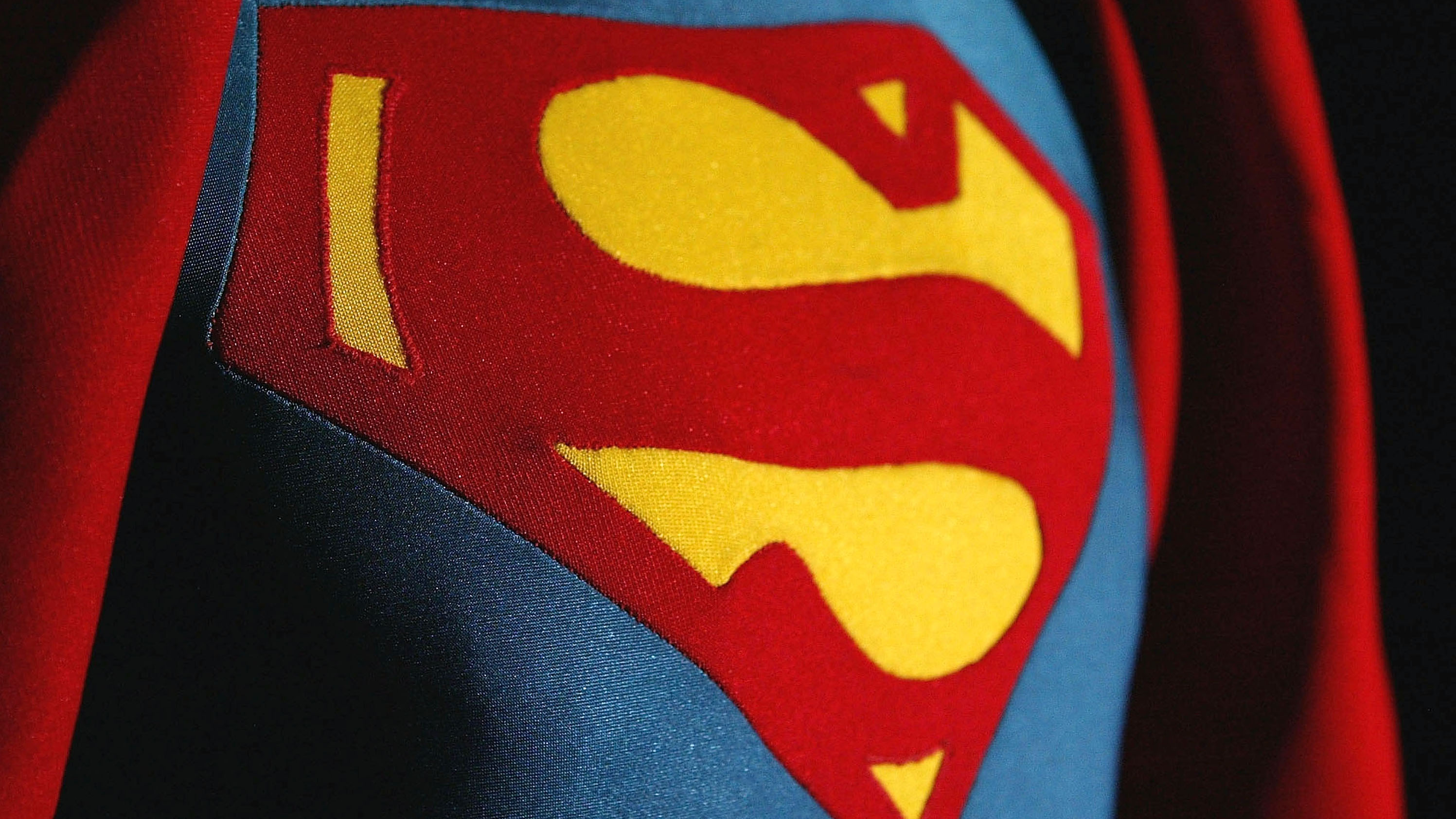 Superman renounces his American citizenship
