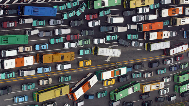 China limits the right to buy cars