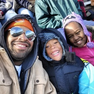 @_vinb: My family Mark and Nadia freezing our butts off watching football. #Family #NewDayCNN #FrigidSmiles