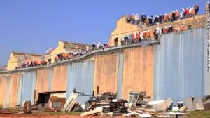 140825175856-brazil-prison-riot-story-top